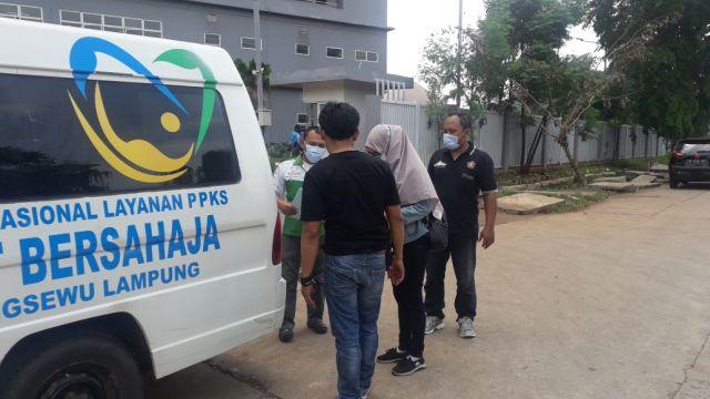 TRC SLRT Bersahaja Jemput Warga Pringsewu selesai Karantina di Wisma Atlit Pademangan  Jakarta
